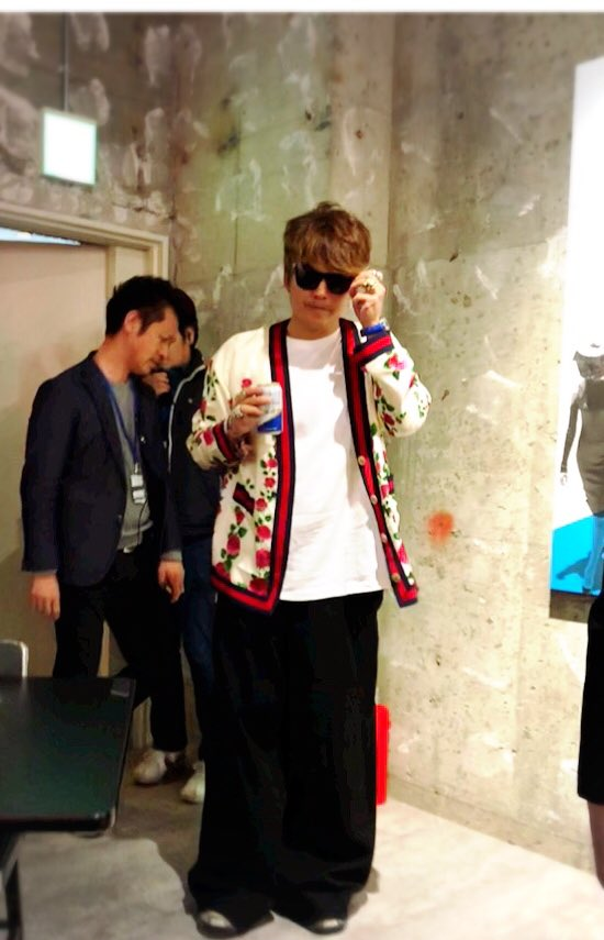 【画像】香取慎吾が『クソショ』にサプライズで来店!神対応にファン感動の涙