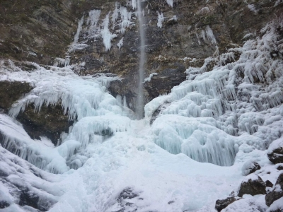 立春に風折の滝へ 氷瀑が美しい~