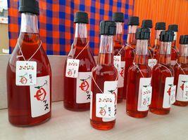 【写真】店頭ワゴンに並んだ苺ッスの瓶