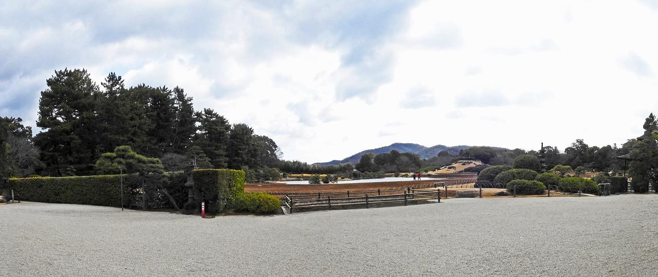 20180301 後楽園今日の鶴鳴館玄関から眺めた園内ワイド風景 (1)