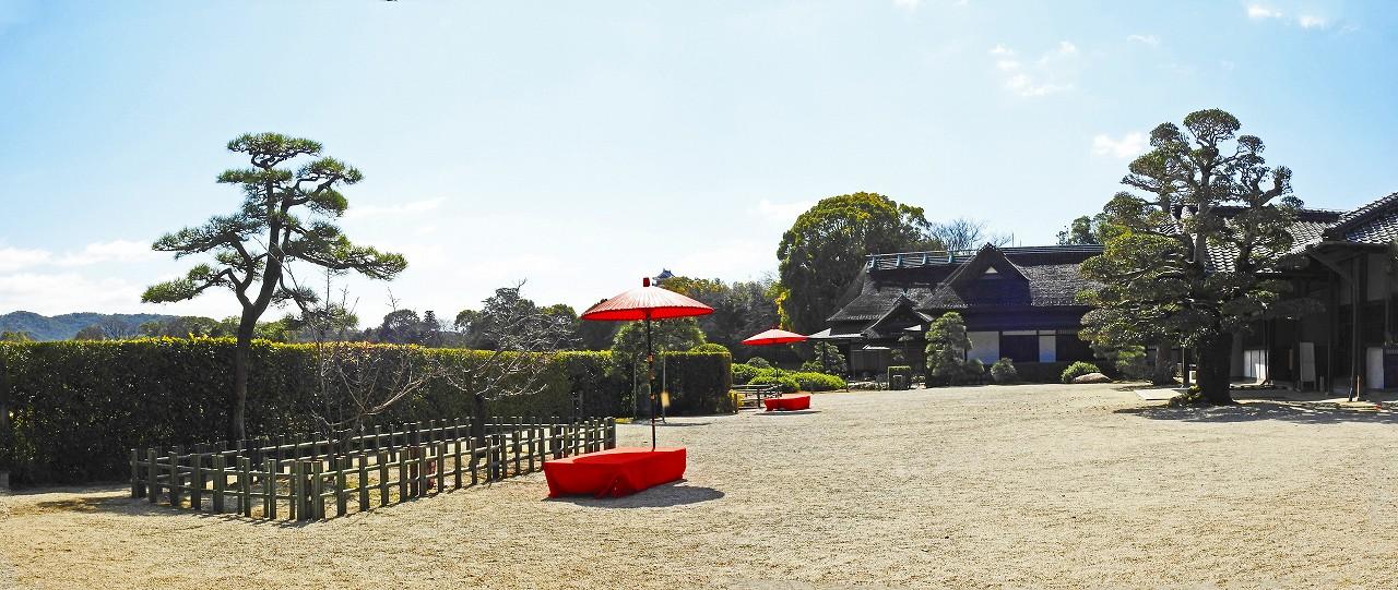20180306 後楽園今日の園内鶴鳴館前庭のワイド風景 (1)