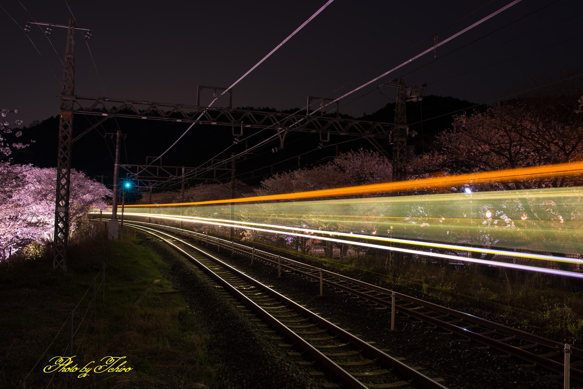 電車の光跡