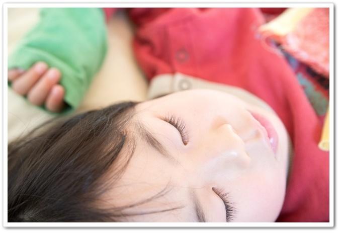 寝てる子供