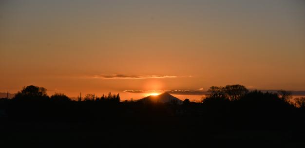 朝陽昇筑波山
