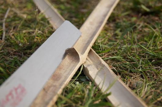 育苗ポット用可動型ビニールトンネル試作 竹の節取り