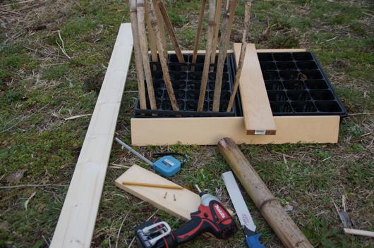 育苗ポット用可動型ビニールトンネル試作 1x4材でフレーム作成