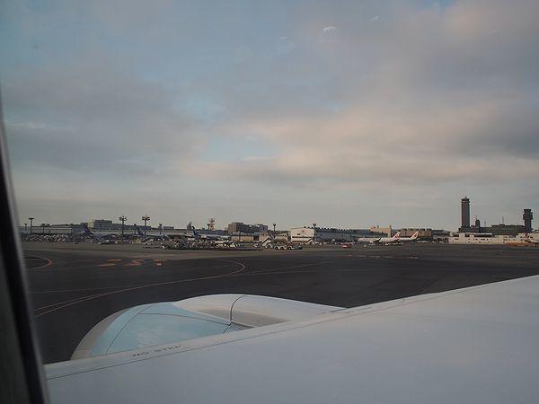 成田空港を出航
