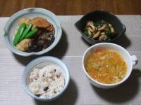 2/11 夕食 煮物、しめじとピーマンのガーリック炒め、雑穀ご飯