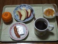2/16 朝食 りんご、ぽんかん、ウィンナー、ベビーチーズ、豆乳ヨーグルト、コーヒー