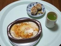 2/16 昼食 おにぎり、海老グラタン、シュウマイ、緑茶