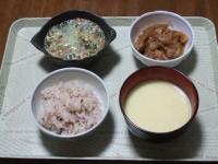 2/17 昼食 玉子入り納豆、白菜と油揚げのさっと煮、コーンスープ、雑穀ご飯
