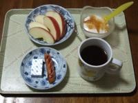 2/19 朝食 りんご、ウィンナー、ベビーチーズ、豆乳ヨーグルト、コーヒー