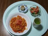 2/19 昼食 カニトマトクリームパスタ、シウマイ、サラダ、緑茶