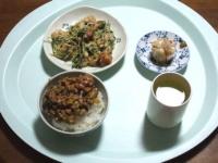 2/20 昼食 豆苗の玉子炒め、シウマイ、納豆ご飯、緑茶