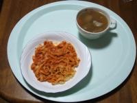 2/22 昼食 カニトマトクリームパスタ、豚汁