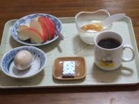 2/24 朝食 りんご、味付き玉子、ベビーチーズ、豆乳ヨーグルト、コーヒー