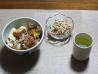 2/27 夕食 豚肉とキャベツと厚揚げの卵とじ丼、ごぼうのサラダ、緑茶