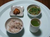 3/5 昼食 鶏のから揚げ、豆苗の納豆和え、雑穀ご飯、緑茶