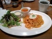 2/27 昼食 海老トマトクリームパスタ、サラダ、ミネストローネスープ