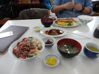 3/10 昼食 ミックス丼定食とマグロのほほ肉煮、マグロカツ定食