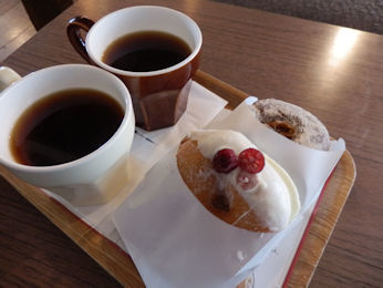 3/10 ドーナツ2個とコーヒー  ミサキドーナツ三崎本店
