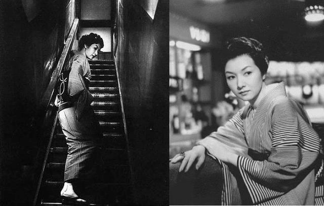 女が階段を上る時2