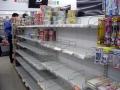 カラの食料棚