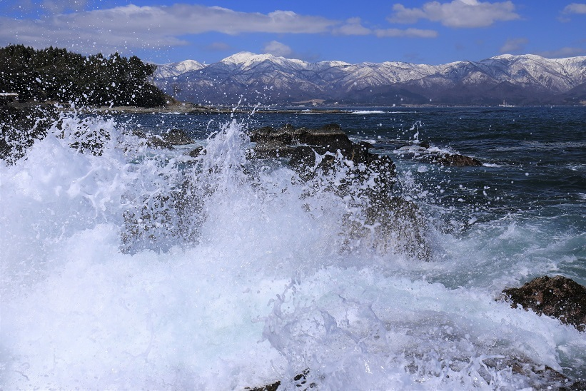 波飛沫と大佐渡の山々1