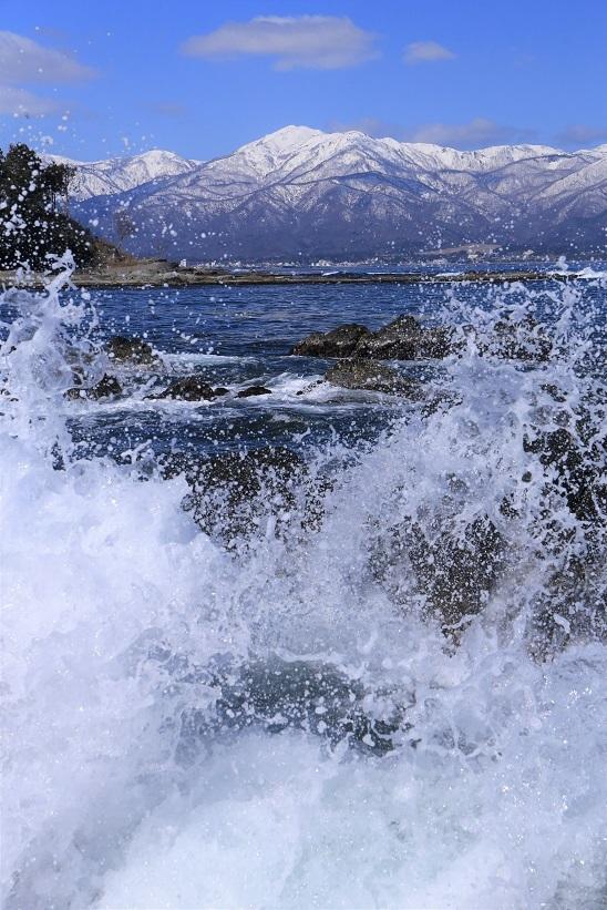 波飛沫と金北山