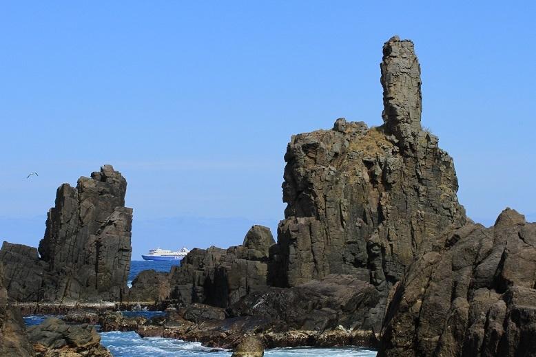 仏岩とときわ丸