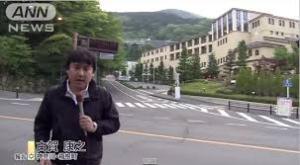 まずは藤田観光ユネッサンの前に立つANNレポーター