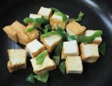 厚揚げピーマンの七味炒め 調理③