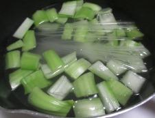 青梗菜とマロニーのスープ 調理③