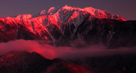 朱色に染まる仙丈ヶ岳夕景