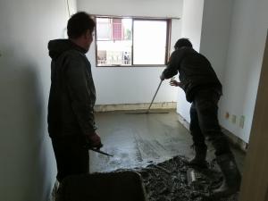 控え室床 造作中(1)