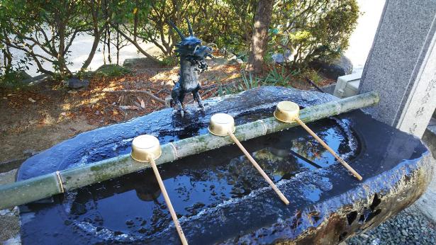 松山旅行 凍る手水舎
