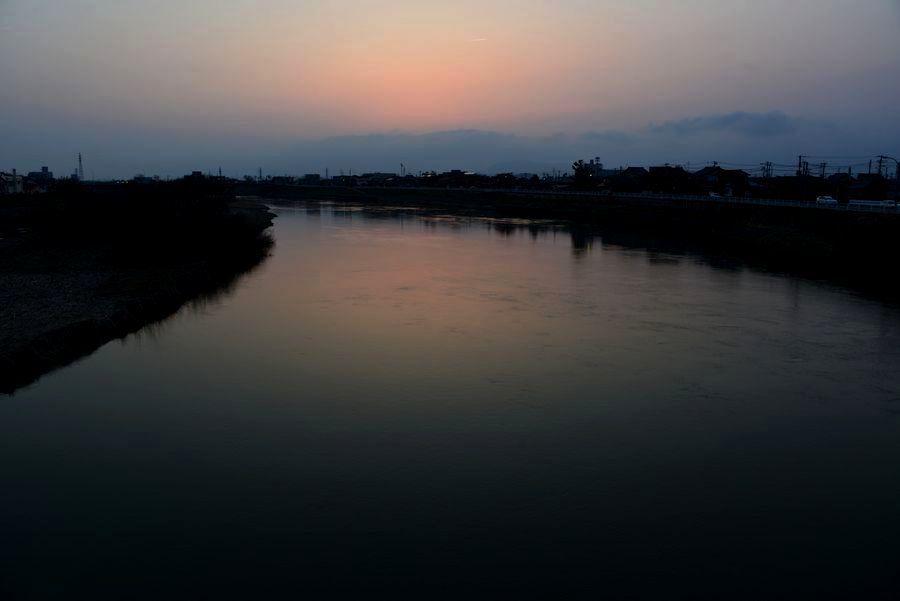 河の夕暮れ-2