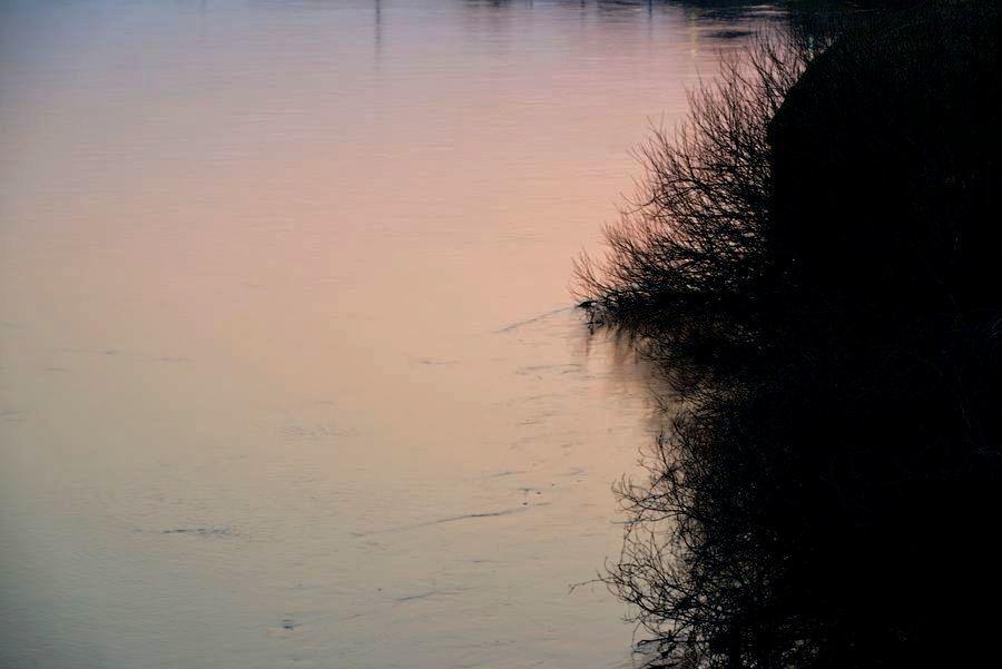 河の夕暮れ-3