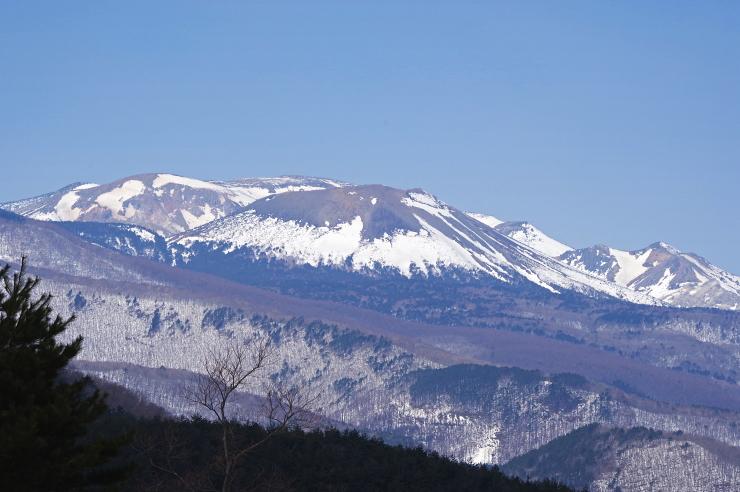 南から見る吾妻山
