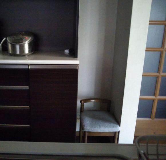 キッチンにドレッサーの椅子1