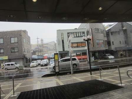 180321入間丸広初日雪