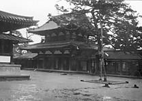 法隆寺中門内側