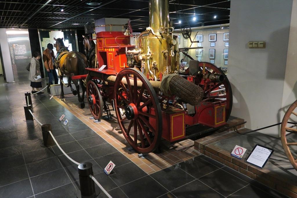 馬車に積んだ消防設備_3