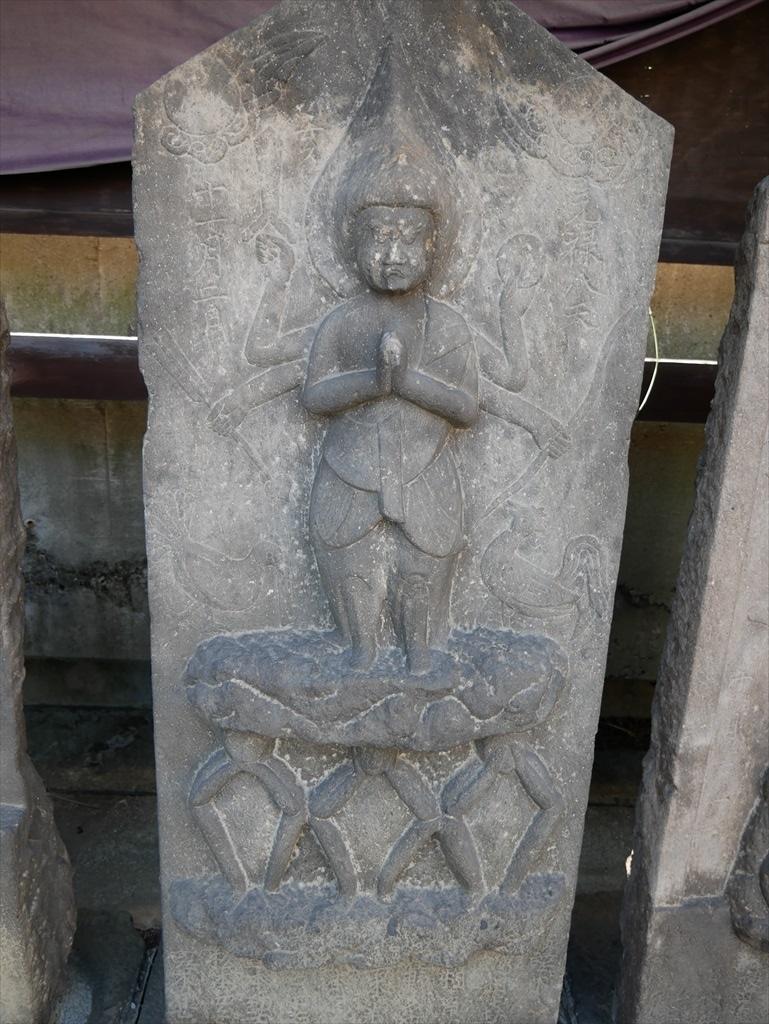次の3体とも駒型青面金剛(日月・二鶏・三猿)1695年、1692年、1713年_1