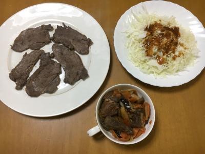 今日の晩ご飯は猪肉のしぐれ煮と焼き肉とサラダです(笑)