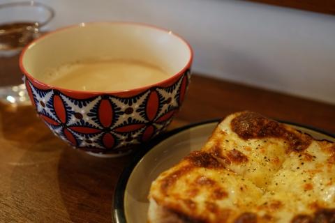 07ヤルクコーヒーチーズトーストとカフェオレ