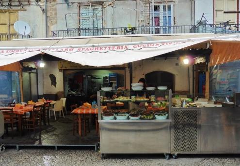 パレルモ市場内食堂