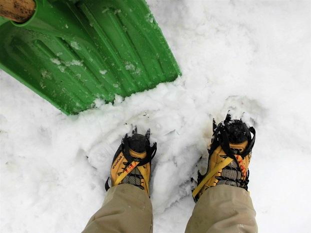 18.2.2 アイゼンで雪かき (14)