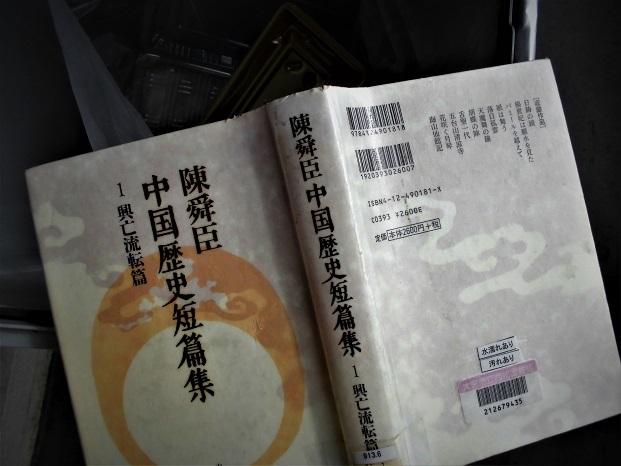 18.3.1 リンゴの絵、玉ねぎ、本  (7)