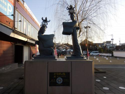 灯篭娘の像